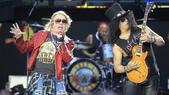 Sänger Axl Rose versucht zu verhindern, dass Trump-Anhänger bei Wahlveranstaltungen die Lieder seiner Band Guns N' Roses spielen. Rose hat dazu aufgerufen bei den US-Zwischenwahlen die Demokraten zu wählen.  (Foto: VICTOR LERENA/EPA Keystone)