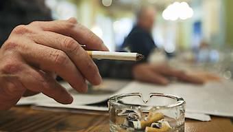 Der Einfluss der Tabaklobby auf die Gesetzgebung ist beträchtlich: So wies das Parlament das Tabakproduktegesetz an den Bundesrat zurück, weil dieses ein Werbeverbot vorsah. (Symbolbild)