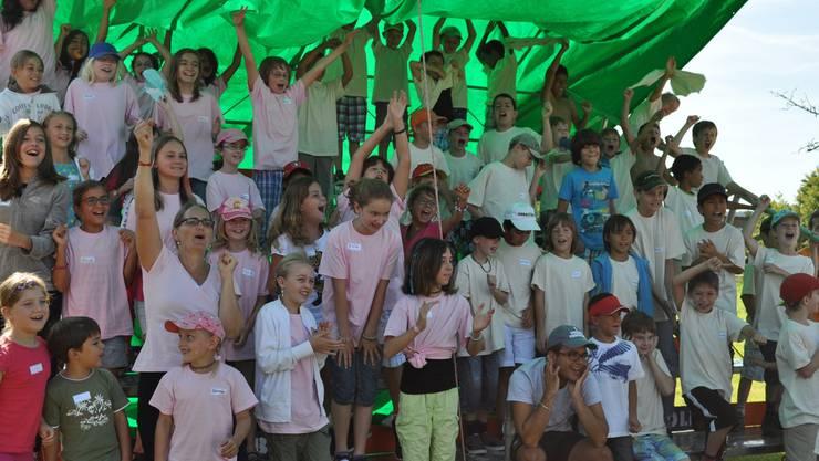 Die Kinder haben sehr viel Spass in der Kidswoche in Wettingen, so auch im letzten Jahr – hier feuern sie ihre Gruppenmitglieder bei den Wettkämpfen an. ZVG