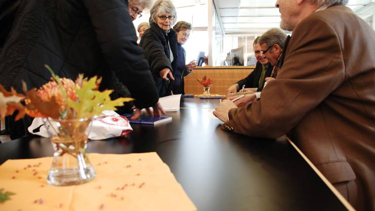 Grosser Andrang bei der Unterschriften-Station