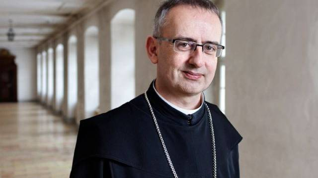 Abt Martin Werlen kritisiert populistische Entscheide auf Kosten anderer Menschen. Foto: André Albrecht