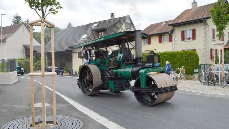 Die Einweihung der sanierten Wintersingerstrasse in Magden wurde mit Oldtimern gefeiert. Zum Einweihungsfest kamen zahlreiche Einwohner.Der Dampfwalzenclub der Firma Frey fuhr mit historischem Gerät auf der Wintersingerstrasse ein.