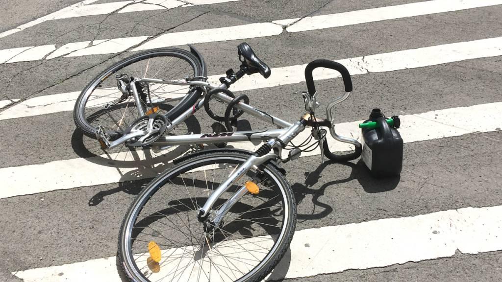 Spiringen: Velofahrer bei Selbstunfall schwer verletzt