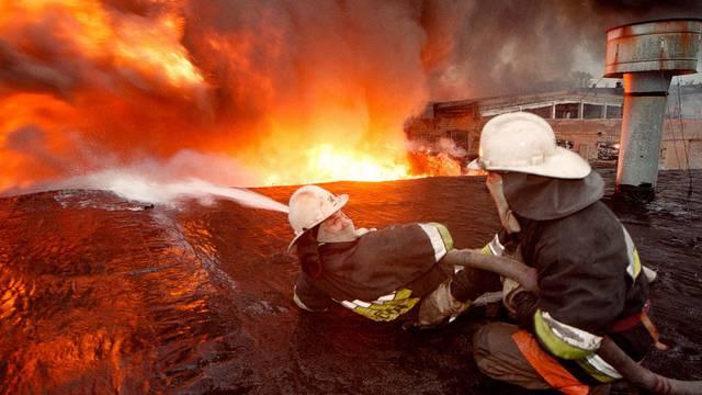 Kampf gegen die Flammen: Psychiatrische Klinik in Moskau brennt fast vollständig nieder (Symbolbild)