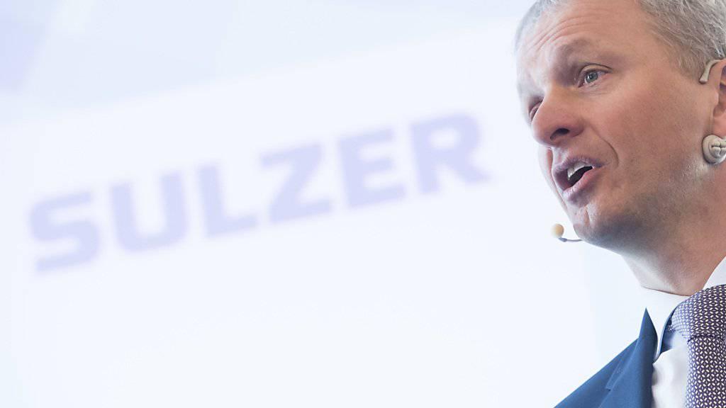 Sulzer-Chef Greg Poux-Guillaume ist zuversichtlich, trotz den Wirren um die US-Sanktionen gegen Grossaktionär Vekselberg ein starkes Halbjahr präsentieren zu können. (Archiv)