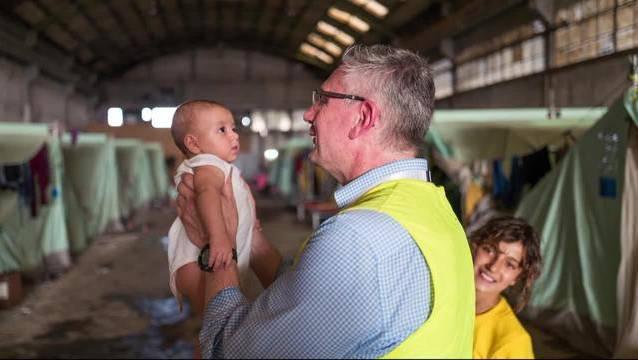 SVP-Asylchef Andreas Glarner beim Besuch in einem Flüchtlingslager in Griechenland.