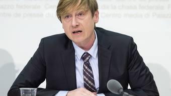Erlässt der Bund neue Gebühren oder erhöht bestehende, soll Preisüberwacher Stefan Meierhans immer angehört werden. Der Bundesrat befürwortet eine entsprechende Motion. (Archivbild)