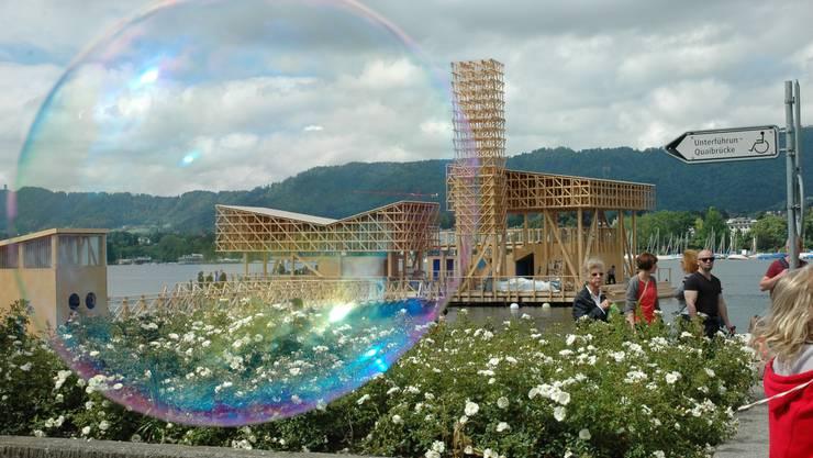 Blick auf den Pavillon of Reflections vom Zürichseeufer aus.