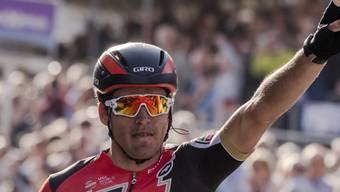 Der belgische Olympiasieger Greg van Avermaet vom amerikanisch-schweizerischen BMC-Team feiert seinen ersten Sieg beim Klassiker Paris - Roubaix