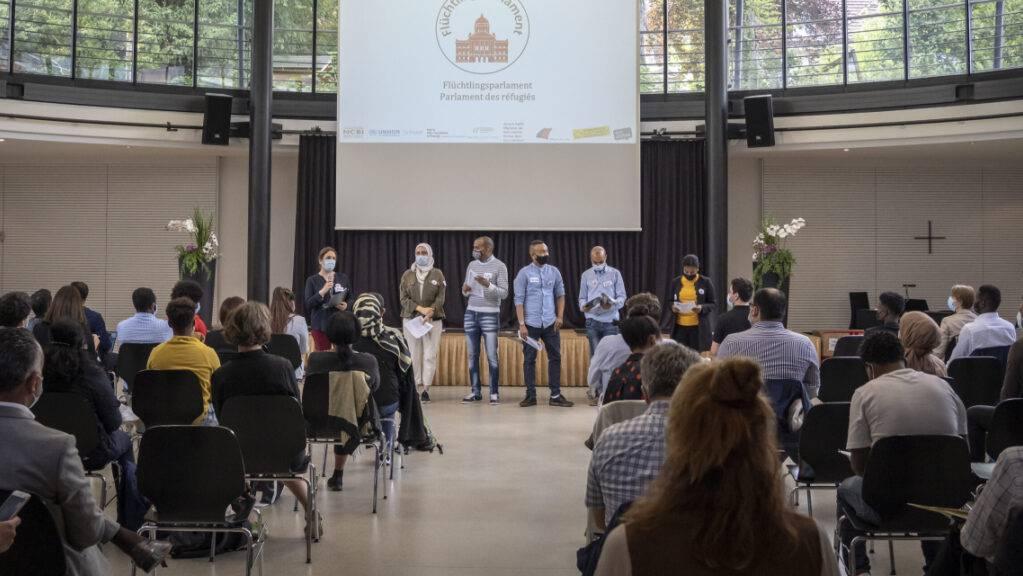 Das erste Schweizer Flüchtlingsparlament tagte am Sonntag in der Dreifaltigkeitskirche in Bern.