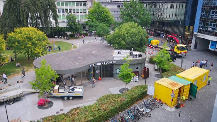 Das «Starbucks» in Aarau ist leergeräumt, die Container braucht es für den Kanalisationsbau in der Igelweid.
