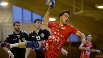 Spiel auf Zehenspitzen nötig? Der TV Solothurn Handball (hier mit Oliver Räz im November 2018 gegen den TV Möhlin) bemängelt den holprigen Hallenboden – unter anderem.
