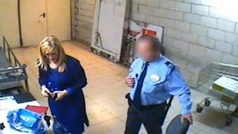 Diese Aufnahmen sollen die spanische Regierungschefin zeigen, wie sie von Ladendetektiven nach ihrem Diebstahl überführt wird.