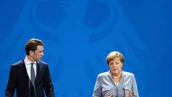 Die deutsche Kanzlerin Merkel und ihr österreichischer Amtskollege Kurz haben sich in Berlin vor allem zur Vorbereitung des EU-Sondergipfels in Salzburg getroffen. Themen sind die Flüchtlingspolitik sowie der Brexit.