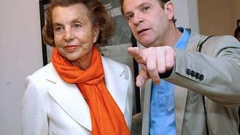 Madame Bettencourt mit ihrem Protégé, dem Fotografen Banier (2004)