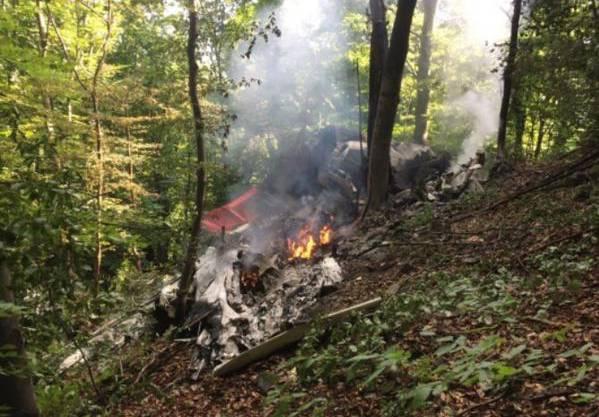 Crash am slowakischen Himmel Flugzeuge kollidieren und stürzen ab – mindestens 7 Tote.