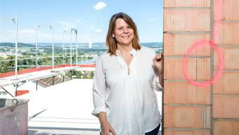 Claudia Hauser hoch über Döttingen: Ab nächsten Dienstag vertritt sie den Bezirk neu im Kantonsparlament.