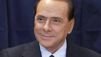 Zuversichtlich: Regierungschef Silvio Berlusconi gibt im Mailand seine Stimme ab