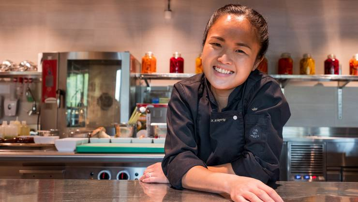 So lacht eine Aufsteigerin: Die 29-jährige Kanokvan Klepzig hat thailändische Wurzeln. Sie ist seit 2016 im «Cocon» tätig.