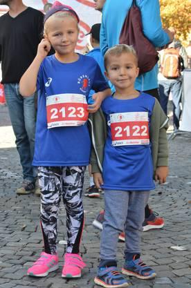 Bruna und ihr Bruder Milo zum ersten Mal am Bürenlauf mit dabei