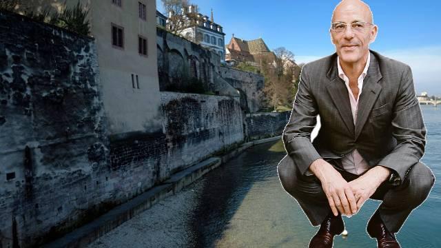 Dieser Steg zwischen Wettsteinbrücke und Mittlerer Brücke soll durchgängig werden. Am 18. Mai stimmt Basel über den Rheinuferweg ab. Jacques Herzog: «Der Weg ist ein Bedürfnis.»