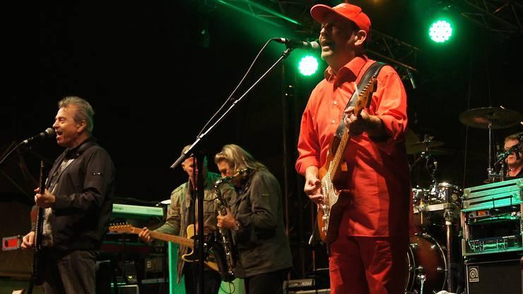 Günther Sigl (links) und Barny Murphy (rechts), Gründer der Spider Murphy Gang, hatten das Schlieremer Publikum im Griff.
