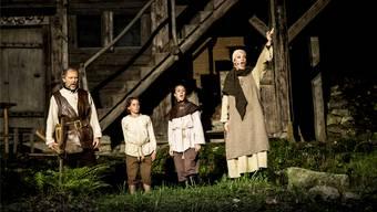 Eine singende Familie Tell (mit Davide Damiani, Statist, Gina Gloria Tronel und Claude Eichenberger).