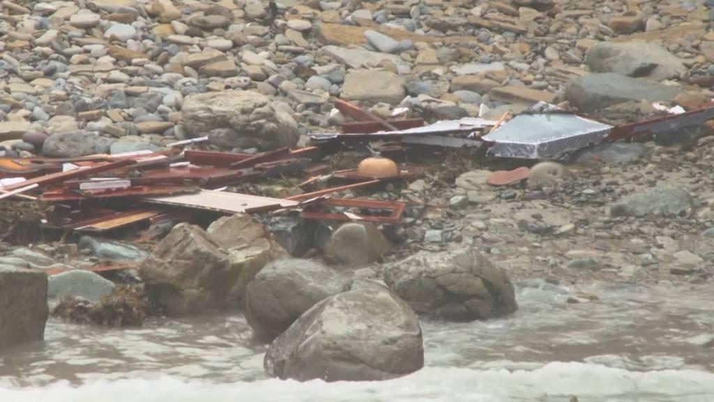 Mutmassliches Schlepperboot zerbricht auf Riff - 3 Tote