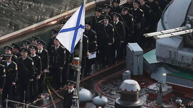 Russland hisst die Marine-Flagge auf Stützpunkten auf der Krim