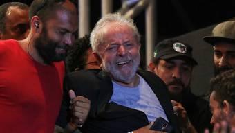"""""""Der Kampf ist noch nicht vorbei"""": Brasiliens früherer Präsident Luiz Inacio Lula da Silva bei einem Auftritt vor Anhängern in der Stadt Recife im Nordosten des Landes."""