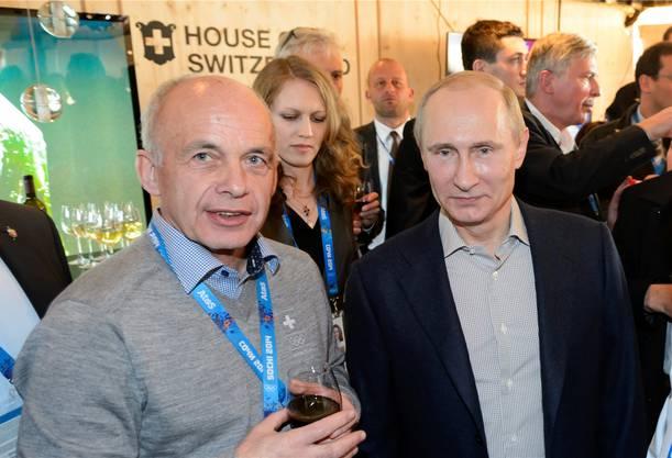 Ueli Maurer 2014 mit Präsident Putin im «House of Switzerland».KEY