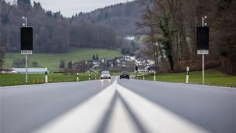 Wie oft die Wärmesensoren die Warnschilder an der Seetalstrasse Seon-Schafisheim in den ersten zwei Monaten ausgelöst haben, ist nicht bekannt. Pascal Meier