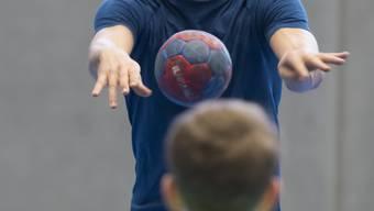 «Stop-and-Go»-Sportarten wie Handball fördern Früharthrose.