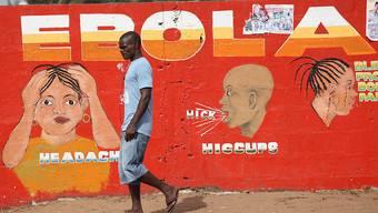 Plakat in Liberias Hauptstadt Monrovia, das auf die Ansteckungsgefahren bei Ebola aufmerksam macht