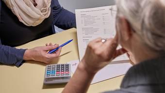 """Verschiedene Aargauer Gemeinden verlangen, dass Bedürftige ihre Pensionskasse auflösen, wenn sie frühpensioniert werden und damit die Sozialhilfe zurückzahlen. Das berichtet die Sendung """"Kassensturz"""". (Symbolbild)"""