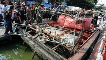 Taxiboot explodiert in Bangkok