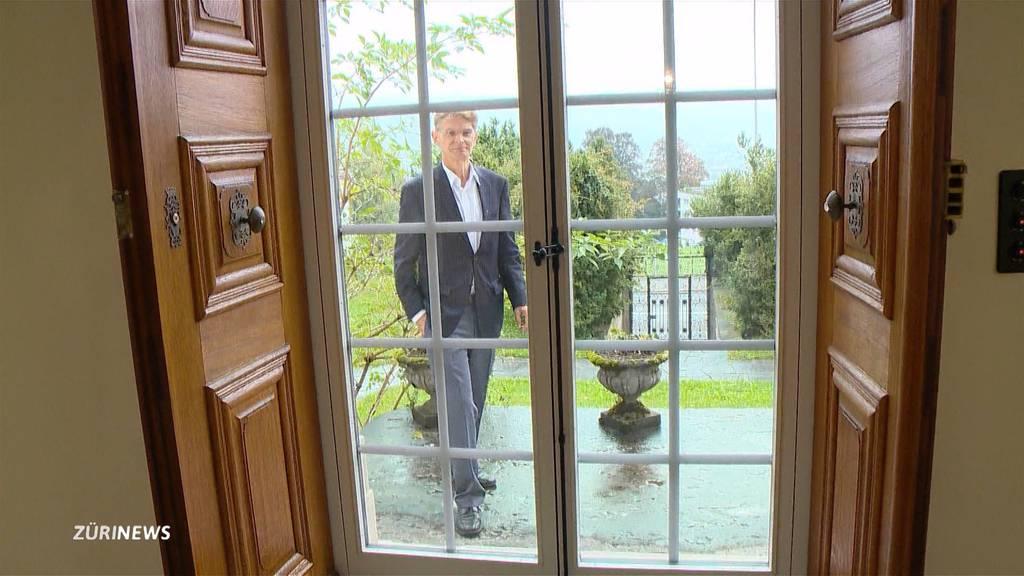 Denkmalzoff in Schwyz wegen Glastür