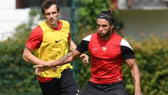 Der FC Aarau gewinnt mit Neuzugang Geoffrey Tréand (links) und Testspieler Cleberson gegen die AFV-Allstars