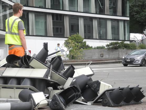 Die Lichtsignalanlagen auf der Kreuzung wurden abgebrochen