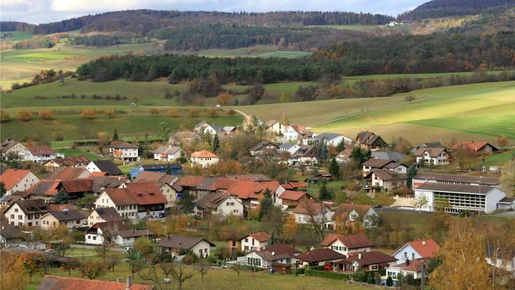Effingen liegt am Fusse des Bözbergs im Fricktal. Verwaltungstechnisch gehört die Gemeinde zum Bezirk Brugg. AZ-Archiv