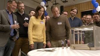 Liebling, jemand hat unsere Nachbarn geschrumpft: Paul Safranek (Matt Damon) und seine Frau Audrey (Kristen Wiig) entdecken neue Lebensaussichten.