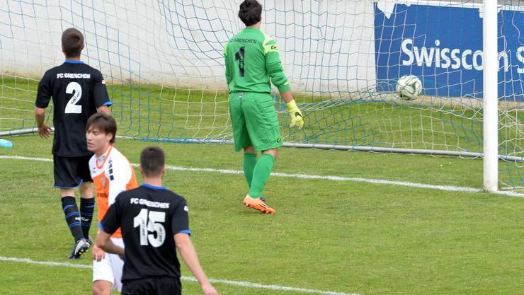 Drei Mal musste der FC Grenchen den Ball aus dem eignen Netz fischen.