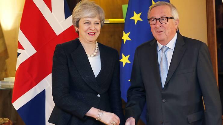 Die britische Regierungschefin Theresa May und EU-Kommissionschef Jean-Claude Juncker in Strassburg.