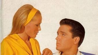"""Ursula Andress 1963 zusammen mit Elvis Presley im Film """"Fun in Acapulco"""". Er sei schüchtern gewesen und habe tadellose Manieren gehabt, erinnert sich die heute 81-Jährige zum 40. Todestag ihres einstigen Filmpartners. (Handout)"""