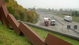 In den Tunneln Bözberg, Schinznacher Feld und Habsburg wird die Sicherheit überprüft und dazu die A3 zwischen Brugg und Frick komplett gesperrt. (Symbolbild)
