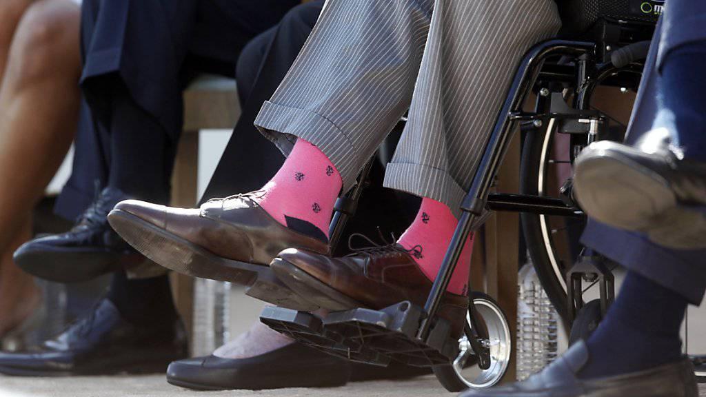 Ein elektrikscher Rollstuhl erreicht eine Geschwindigkeit von ungefähr zwölf Kilometern pro Stunde und darf in Grossbritannien nicht auf der Autobahn verkehren. (Symbolbild)