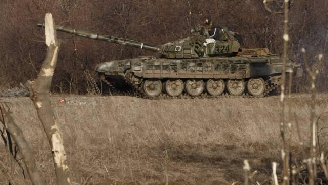 Separatisten in Ostukraine ziehen schwere Waffen ab (Archiv)