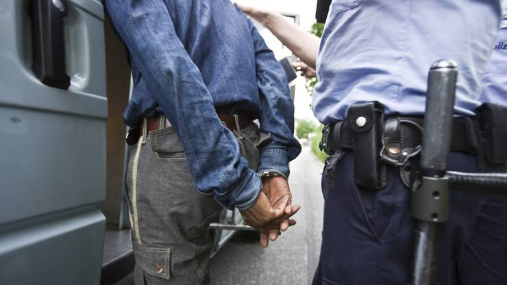 handschellen verbrecher kriminalität polizei