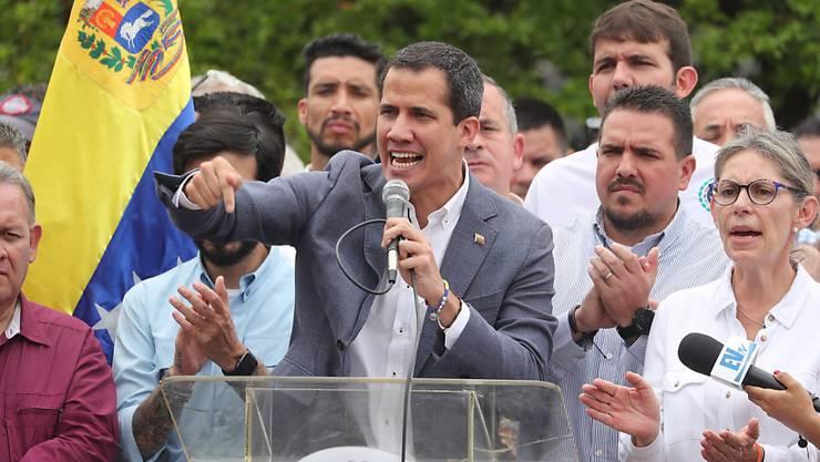 Seine Mitarbeitenden suchten den direkten Kontakt mit dem US-Militär, sagt der selbst ernannte Interimspräsident Juan Guaidó seinen Anhängern.
