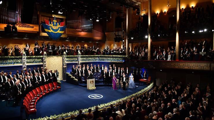 Der Frack ist Pflicht, wenn im prunkvollen Konzerthaus in Stockholm in Anwesenheit der Königsfamilie die wichtigsten Preise der Wissenschaft vergeben werden. Bild: Getty Images